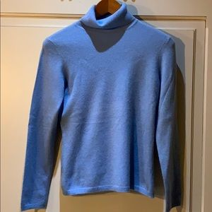 Light blue cashmere turtleneck